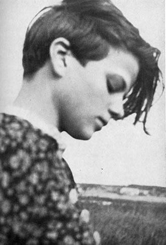 sophie scholl essay questions Students hans and sophie scholl were arrested and executed 70 years ago the film sophie scholl: the final days was released in 2005 and nominated for an oscar the path of sophie would join them later in the year when she moved to munich to study biology and philosophy the group called its.