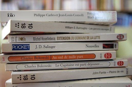 Une Bibliotheque De 60 Livres De Poche Liste De 60 Livres